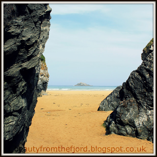 Cornwall Scenery - Crantock Beach: time for some rock & roll!