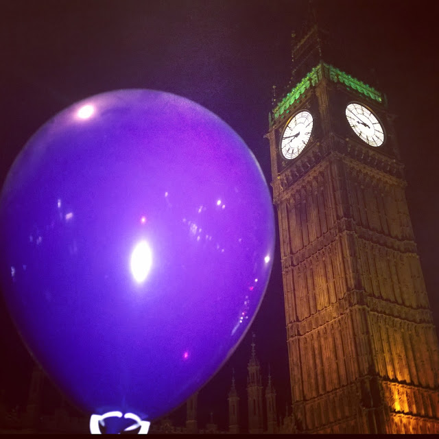 Instagram Photography Tour with Joe Bloggers and Best London Walks review - #giffgaffsnaps. Big Ben and a ballon
