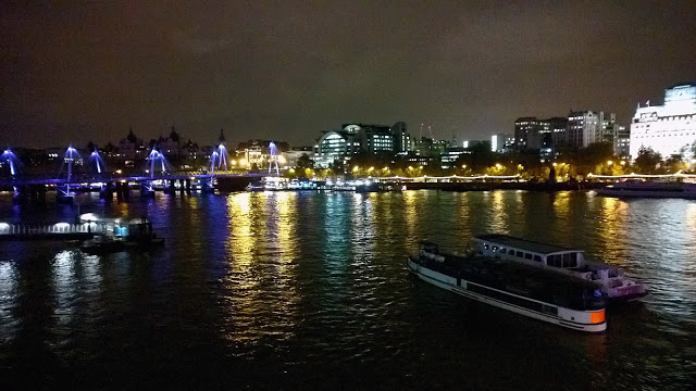 Instagram Photography Tour with Joe Bloggers and Best London Walks review - #giffgaffsnaps. beautiful night view of River Thames with reflections
