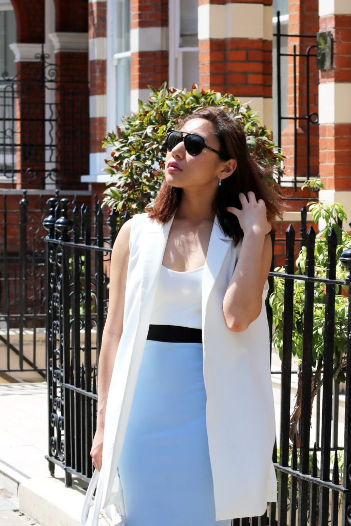 Outfit with Sleeveless Duster Coat